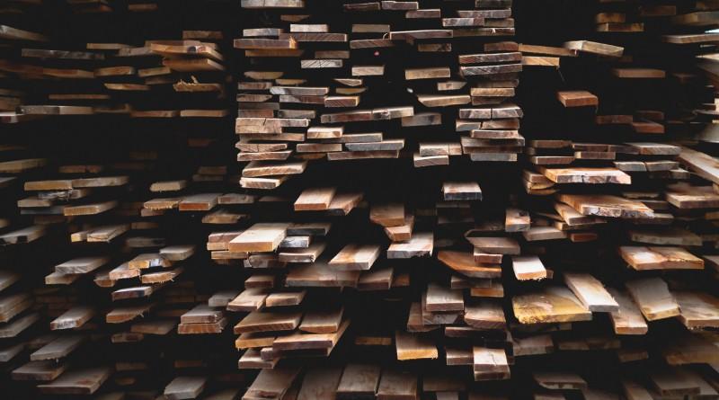 palivové dřevo levný prodej na paletách